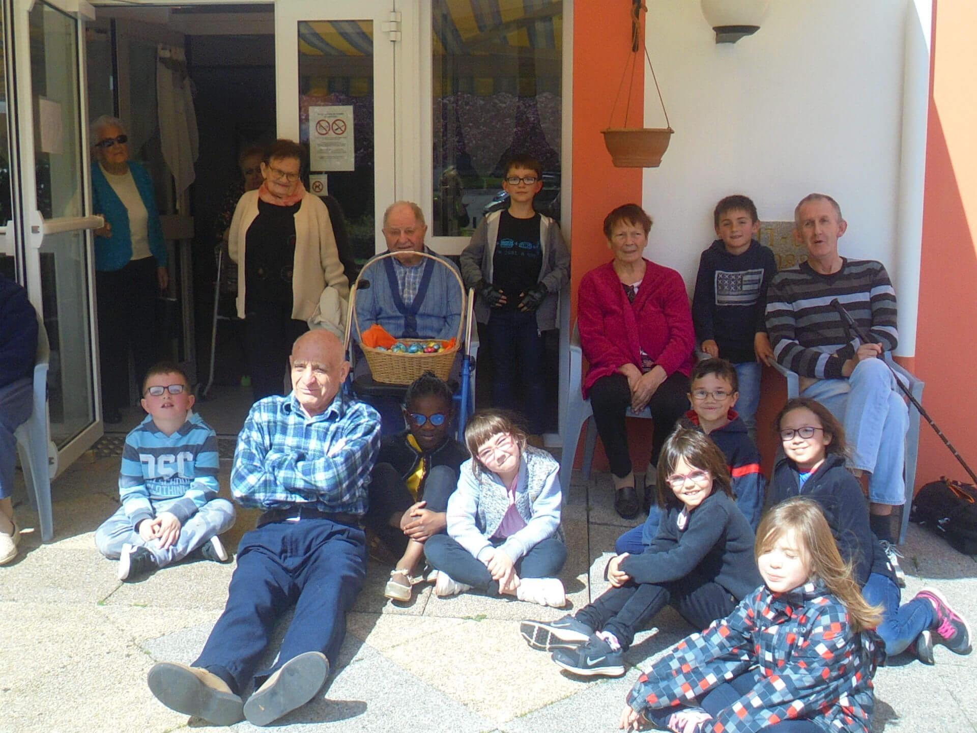 Chasse aux oeufs avec les enfants du centre de loisirs - le 17 avril